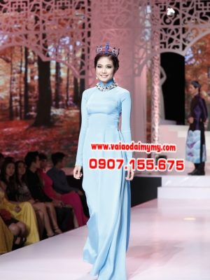áo dài màu xanh nhạt