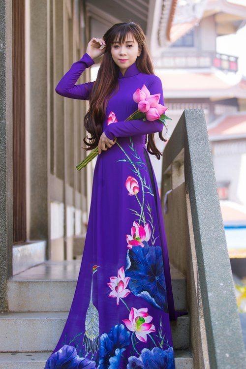 vả áo dài hình hoa sen đẹp