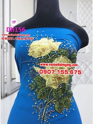 vải áo dài màu xanh dương đính hoa hồng vàng (1)