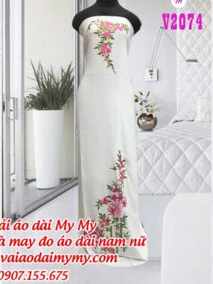 Vai Ao Dai Theu Hoa Va Canh Truc